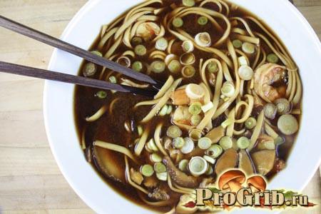 Суп-локшина з шиітаке і куркою