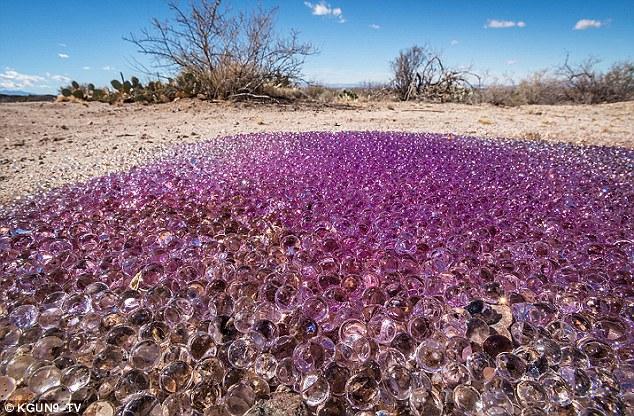 Прибульці закидали Арізонську пустелю ліловими кулями