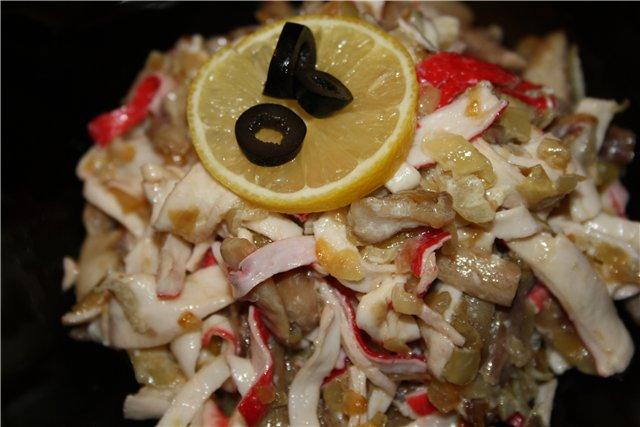 Салат із крабових паличок з грибами