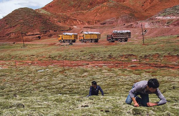 Західний Тибет закритий для іноземців: тут стоять китайські ракети, спрямовані у бік Індії, але саме в цей район багато сходознавці «поміщають» і давню Шамбалу